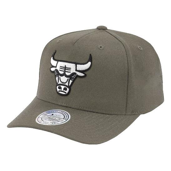 874b40fc47d Chicago Bulls Mitchell   Ness NBA Black   White Logo 110 Curve Snapback Hat  - Olive