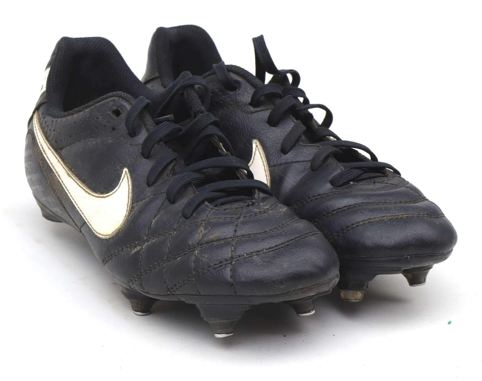 Nike Boys UK Size 3 Black Tiempo