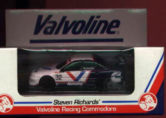1:43 Classic Carlectables 1032 VR Holden Commodore 'Valvoline' S.Richards No.32