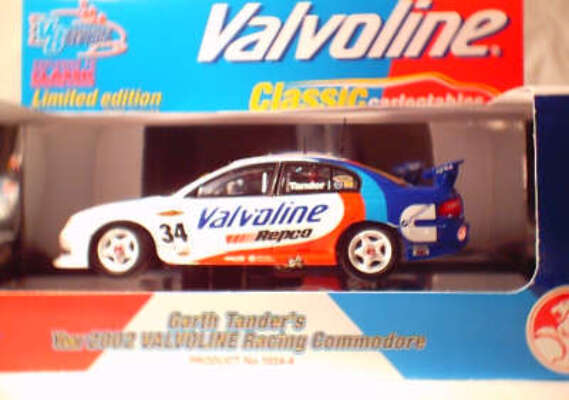 1:43 Classic Carlectables 1034-4 Garth Tander 2002 Valvoline Commodore