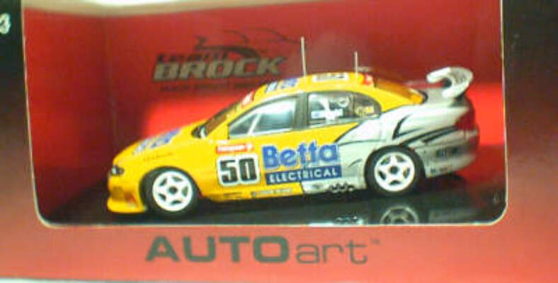 1:43 Biante Holden Commodore 2003 Bright #50