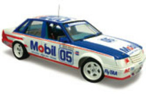 1:18 Classic Carlectable 18319 Holden VK Commodore 1985 Bathurst Brock / Oxton