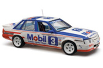 1:18 Classic Carlectable 18510 HOLDEN VK 1986 Bathurst Harvey Lowe )