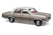 1:18 Classic Carlectable 18520 HR Premier Silver Mink