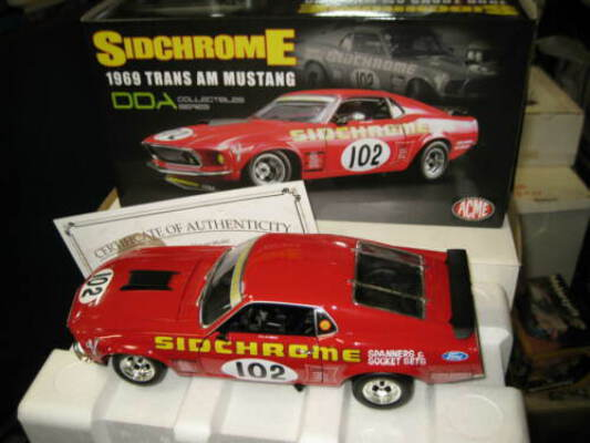 DDA 1/18 1969 FORD BOSS 302 MUSTANG TRANS AM JIM RICHARDS #102 SIDCHROME