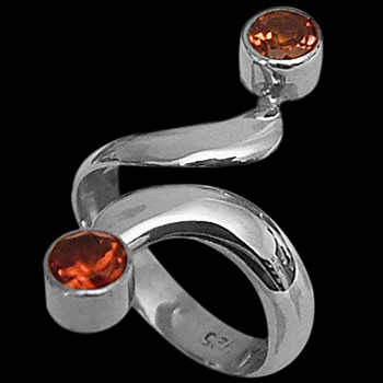 Womens Jewelry - Garnet and Sterling Silver Rings R600