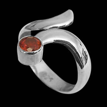 Womens Jewelry - Garnet and Sterling Silver Rings R578