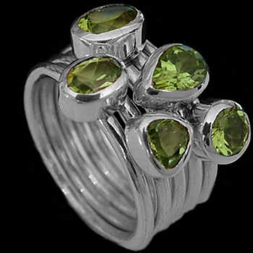 Womens Jewellery - Peridot and Sterling Silver Rings R548