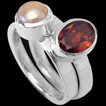 Womens Jewellery - Garnet Pearl and Sterling Silver Rings R1148