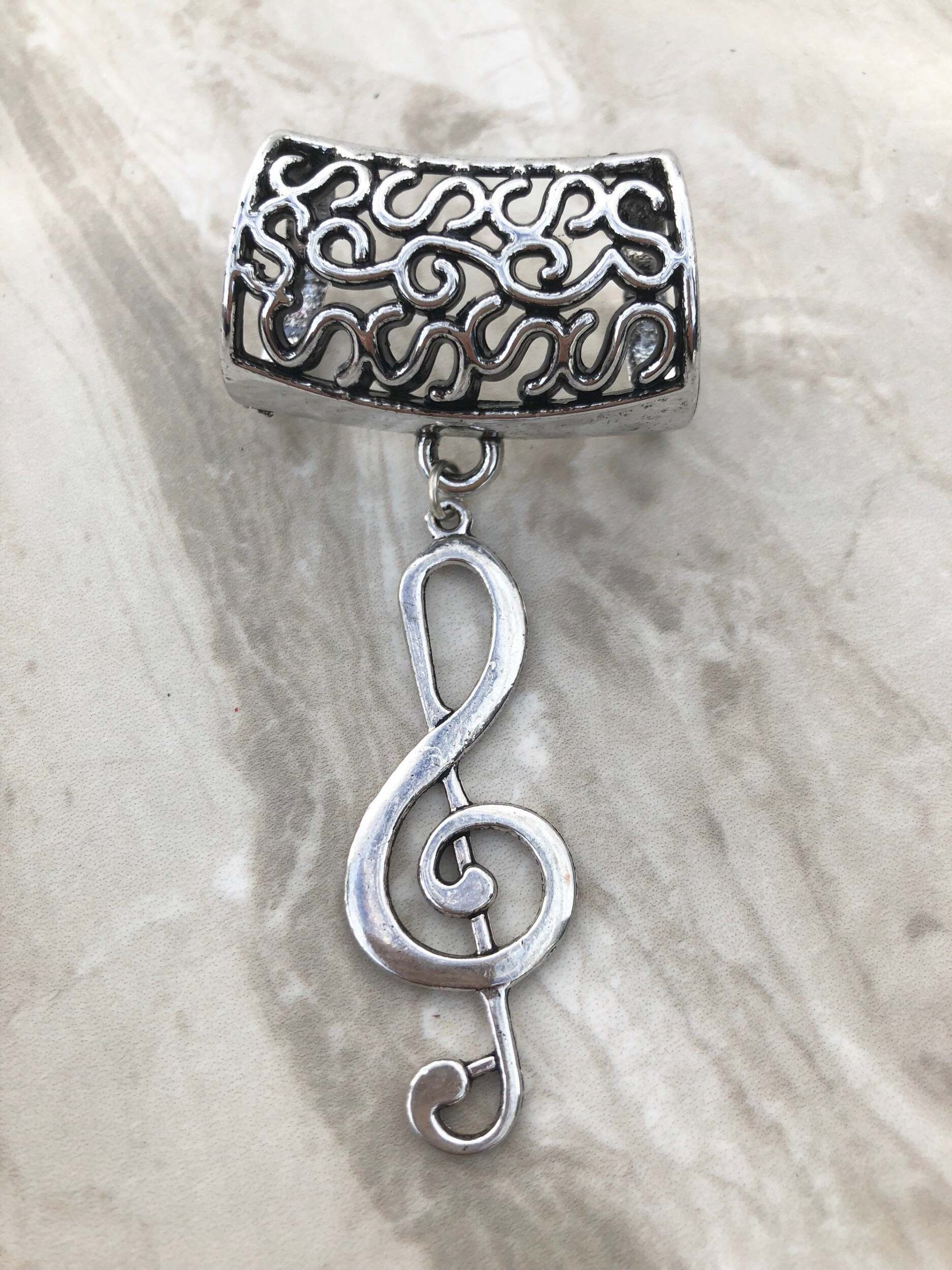 Ideal Gift Hearts Design Silver Coloured Bail Bead Ring for Scarf or Wrap etc