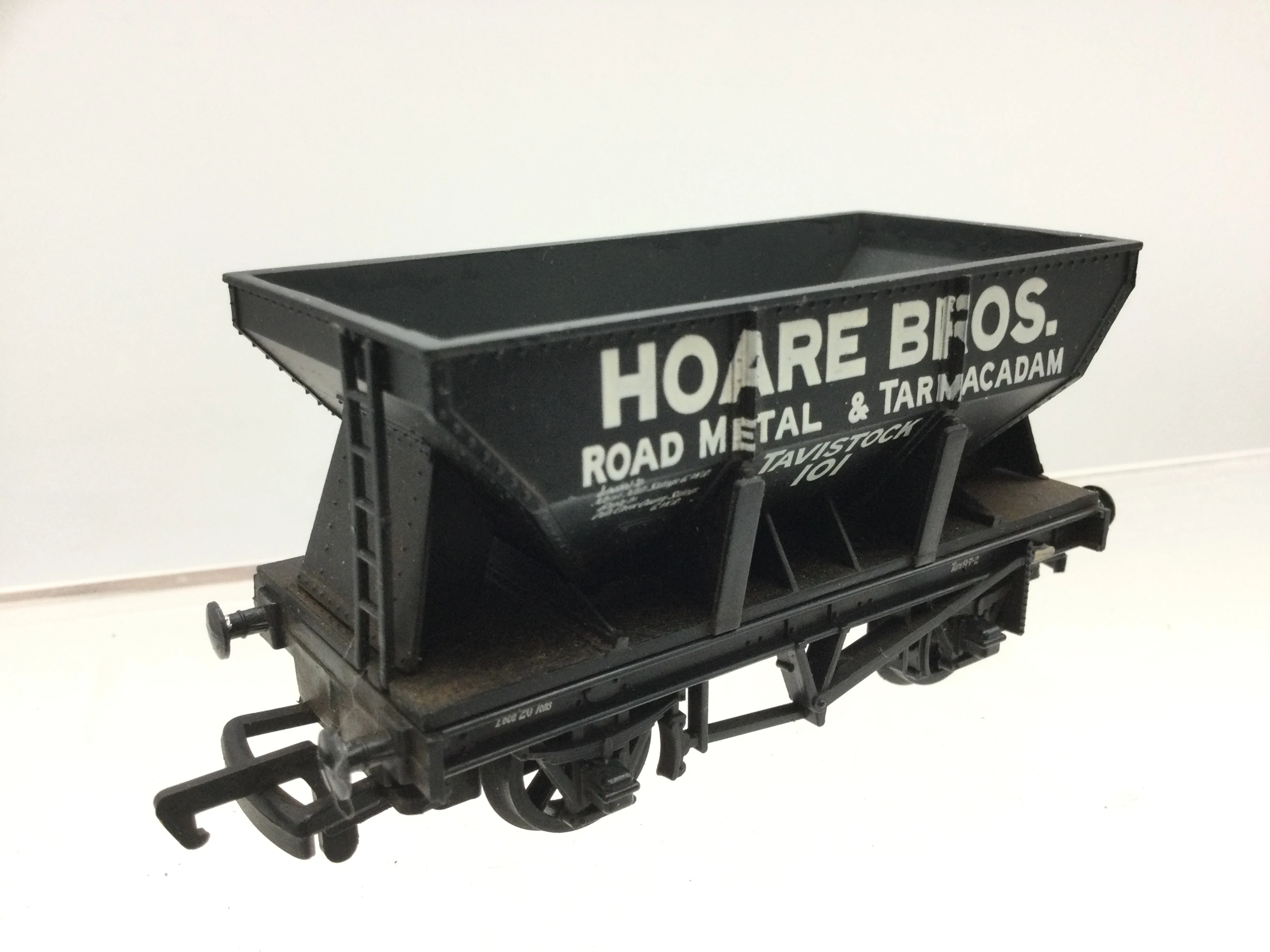 Mainline 37407 OO Gauge Hopper Wagon Hoare Bros L1