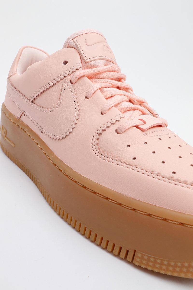 Details zu Nike Air Force 1 Sage Low LX Damen Koralle Hohe Sohle Sommerfarbe Lede