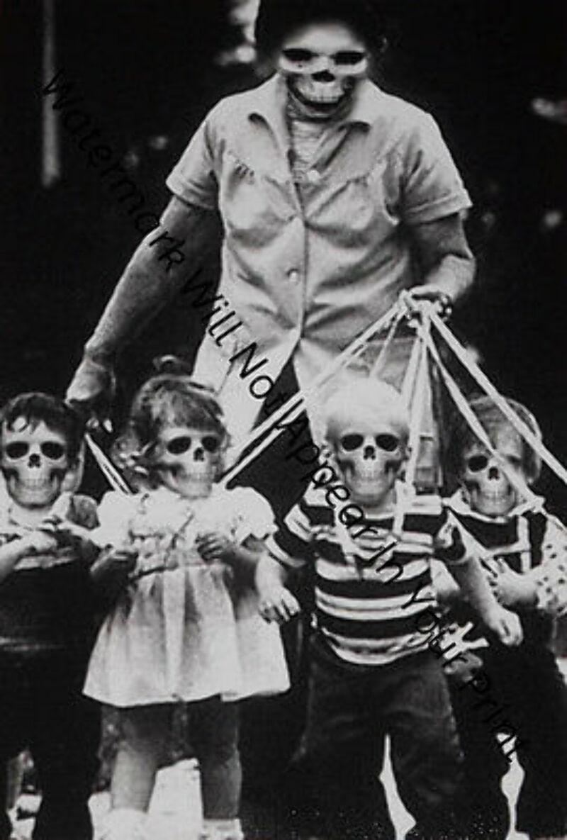 BIZARRE CREEPY CRAZY FREAKY STRANGE SPOOKY ZombieGirl Skeleton WEIRD VINTAGE PIC