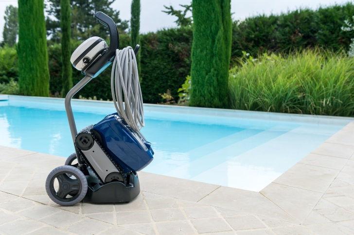 Zodiac TX35 pool cleaner has a caddy